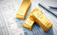 Gold gains on yields movement